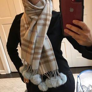 ❄️ Plaid winter scarf with rabbit Pom poms.